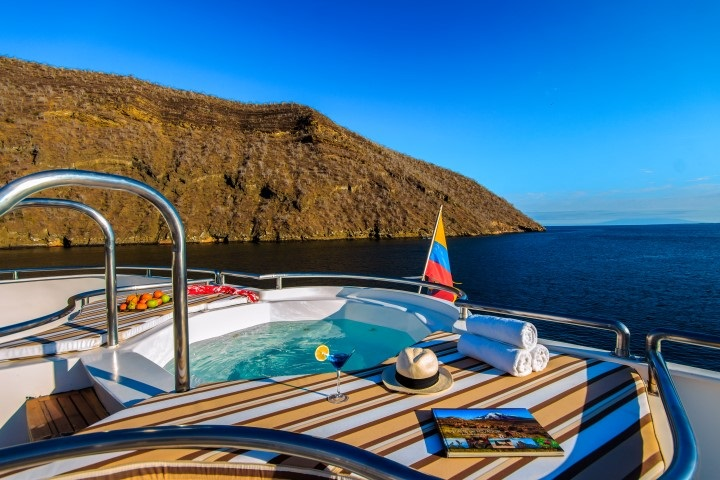 Treasure_of_Galapagos-2017-Sun_deck_Jacuzzi-4.jpg